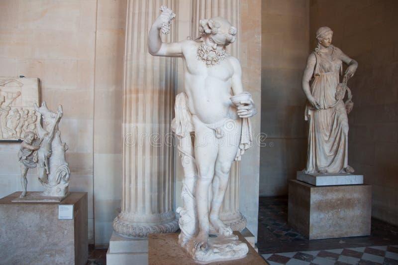 PARIS-AUGUST 16: Grekisk staty i Louvremuseum på Augusti 16,2009 i Paris, Frankrike. arkivfoton