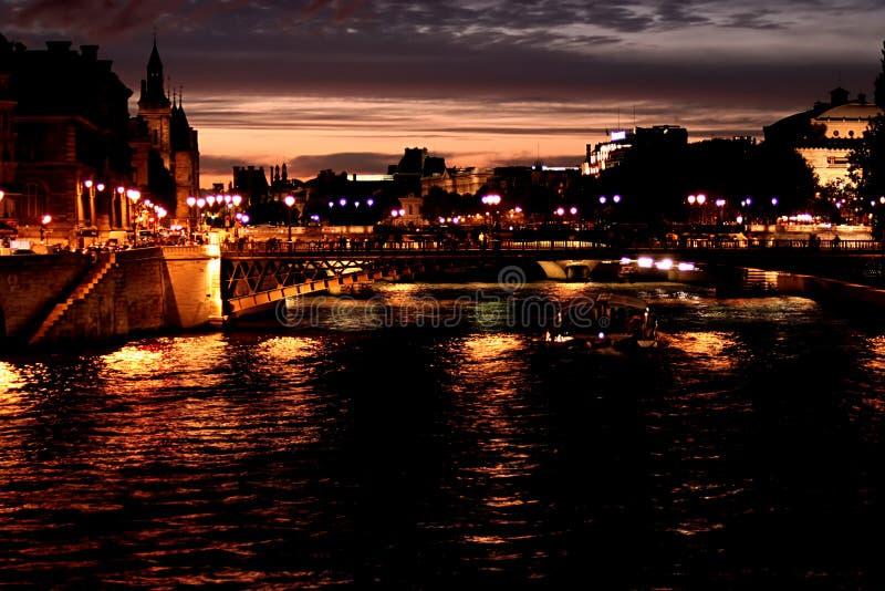 Paris bis zum Nacht stockfoto