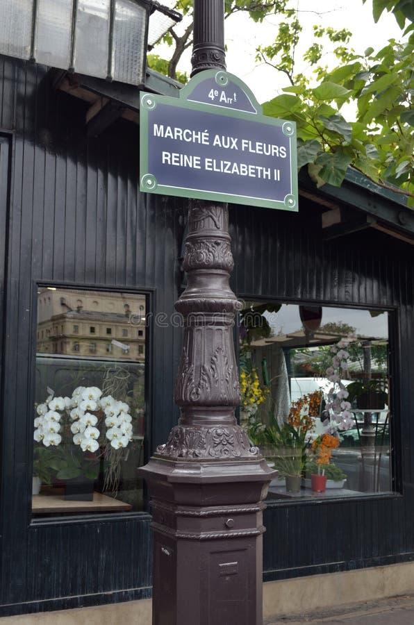 Paris blommamarknad royaltyfri foto