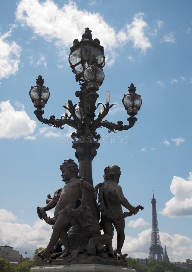 Paris - candélabre de passerelle d'Alexandre III images stock