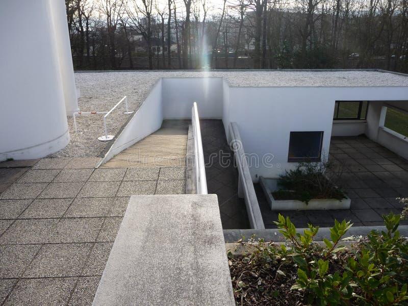 Paris - casa de campo Savoye (opinião do telhado na rampa) foto de stock royalty free