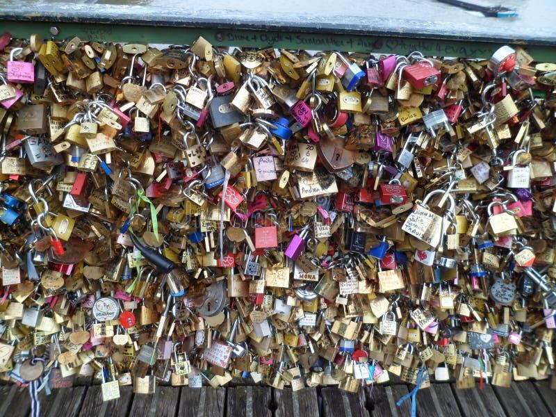 Paris central - pont de 'Pont des Arts' images stock