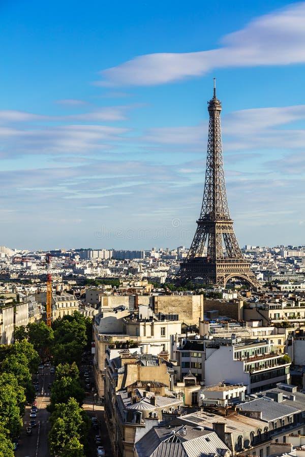 Paris cityscape med Eiffel står hög france paris fotografering för bildbyråer