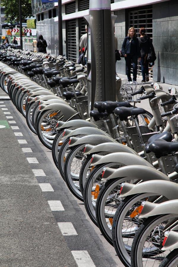 Download Bicicleta Que Compartilha Em Paris Fotografia Editorial - Imagem de frota, francês: 29847107