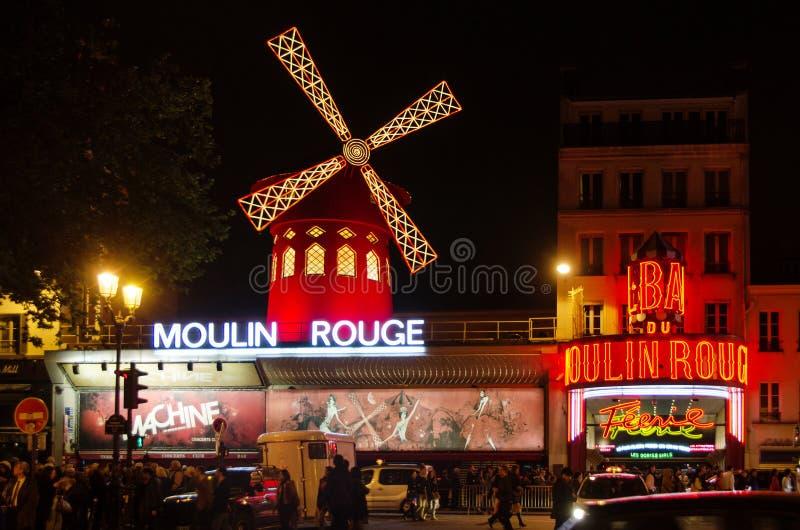 Paris - den Moulin rougen arkivfoto