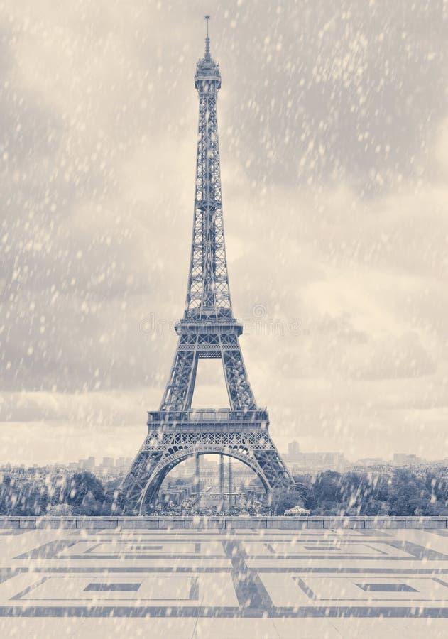 Paris Eiffeltorn första snow arkivfoto