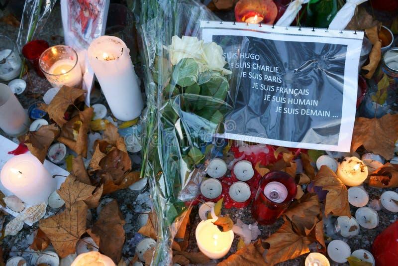 Paris en pleurant des massacres de Bataclan photo stock