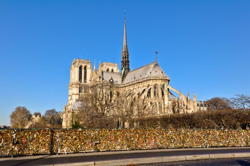 paris est la ville capitale et plus grande de la france image stock image du cr puscule. Black Bedroom Furniture Sets. Home Design Ideas