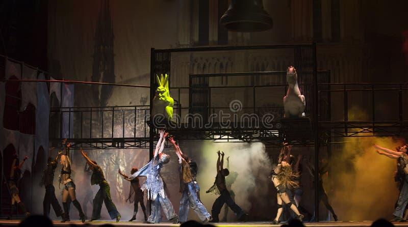 paris för damedansde drama berömd notre värld royaltyfria foton