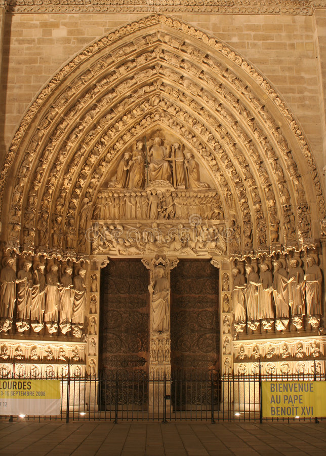 paris för domkyrkadamenotre portal royaltyfri bild