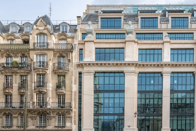 Paris, forntida och moderna byggnader fotografering för bildbyråer
