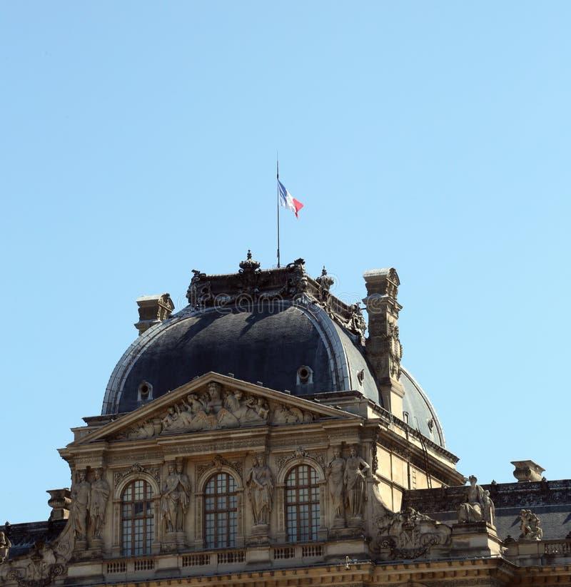Paris, Fran?a - 18 de agosto de 2018: detalhe de constru??o do Louvre MU imagem de stock
