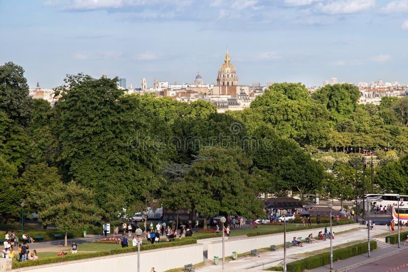PARIS, FRANÇA - 24 DE JUNHO DE 2017: Vista da abóbada famosa de Les Invalides a residência nacional do Invalids imagem de stock royalty free