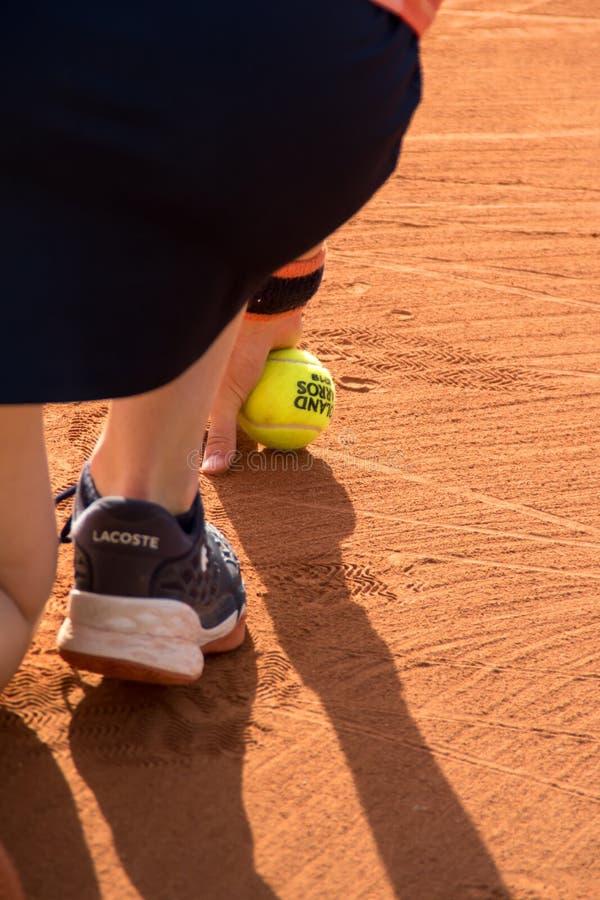 PARIS, FRANÇA - 8 DE JUNHO DE 2019: Os dobros da mulher de Roland Garros rodam imagens de stock