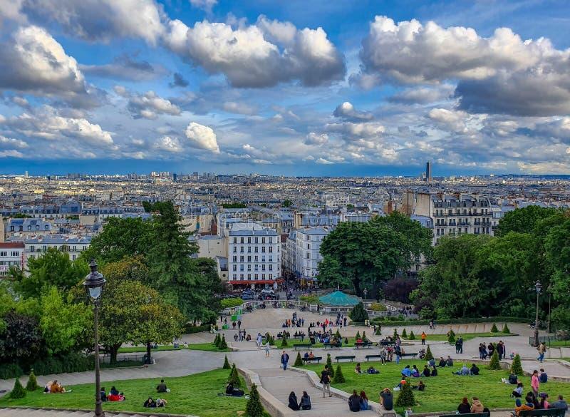 Paris, França, em junho de 2019: Montmartre, vista do monte foto de stock