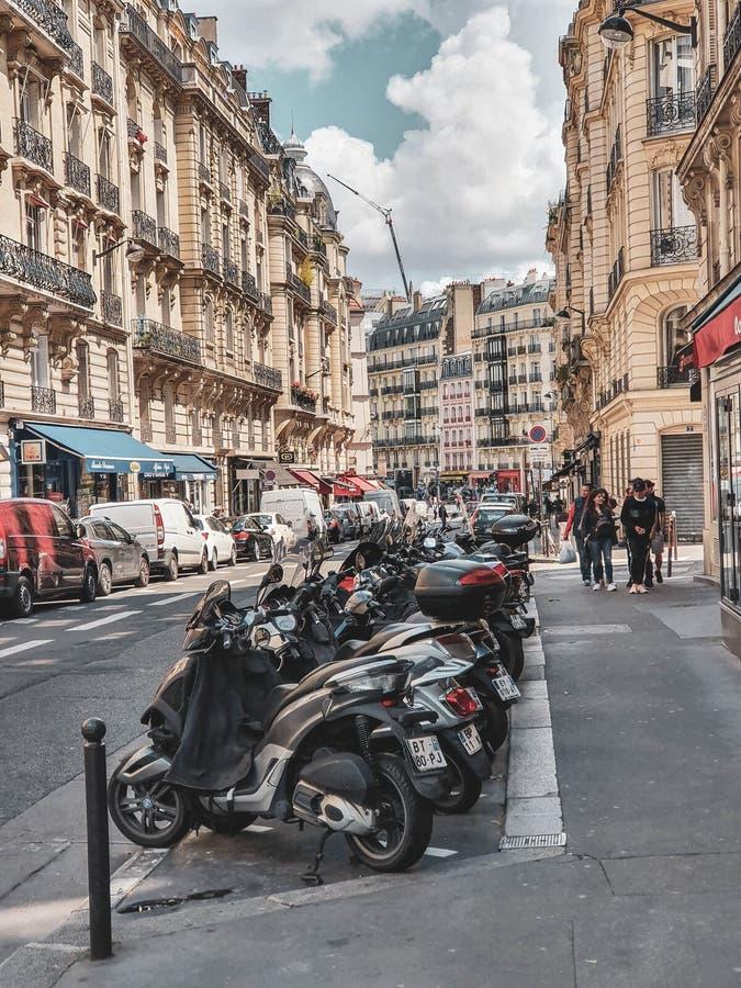 Paris, França, em junho de 2019: Ruas da capital de França imagem de stock royalty free