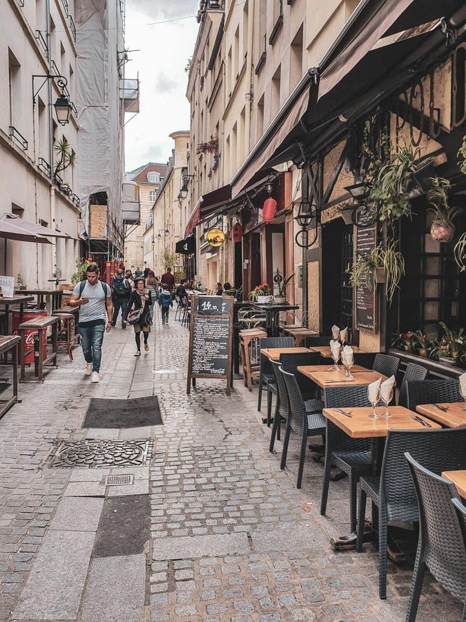 Paris, França, em junho de 2019: Ruas de Paris fotografia de stock