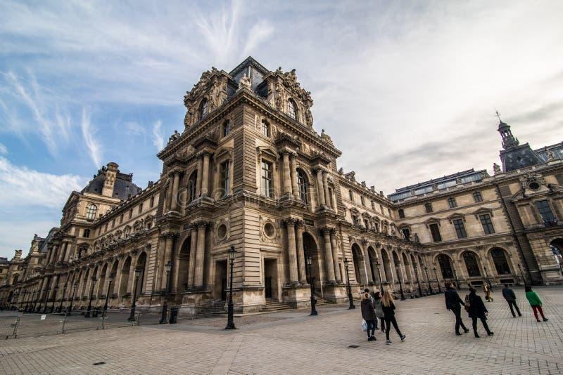 Paris, França - em novembro de 2017 Museu da grelha Marco histórico famoso da arte em Europa Romântico, turista, arquitetura, bea foto de stock royalty free
