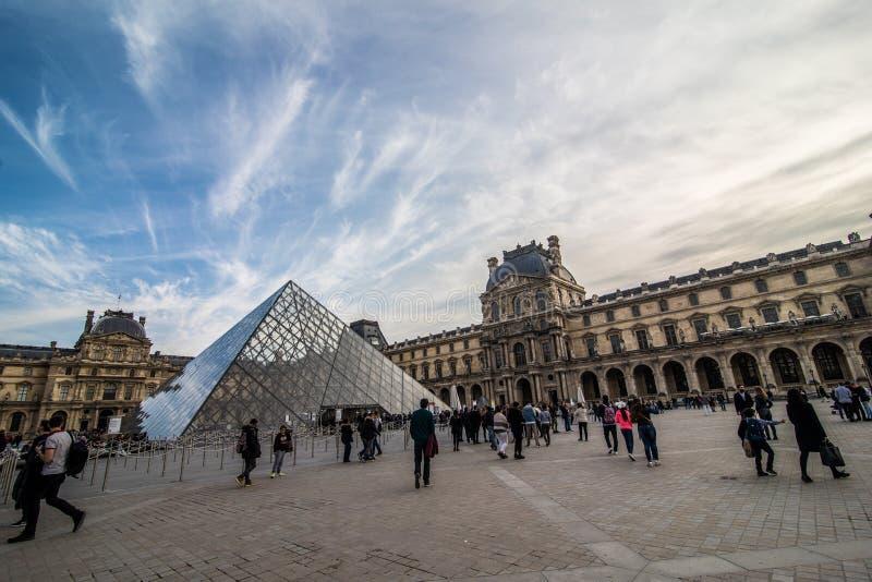 Paris, França - em novembro de 2017 Museu da grelha Marco histórico famoso da arte em Europa Romântico, turista, arquitetura, bea foto de stock