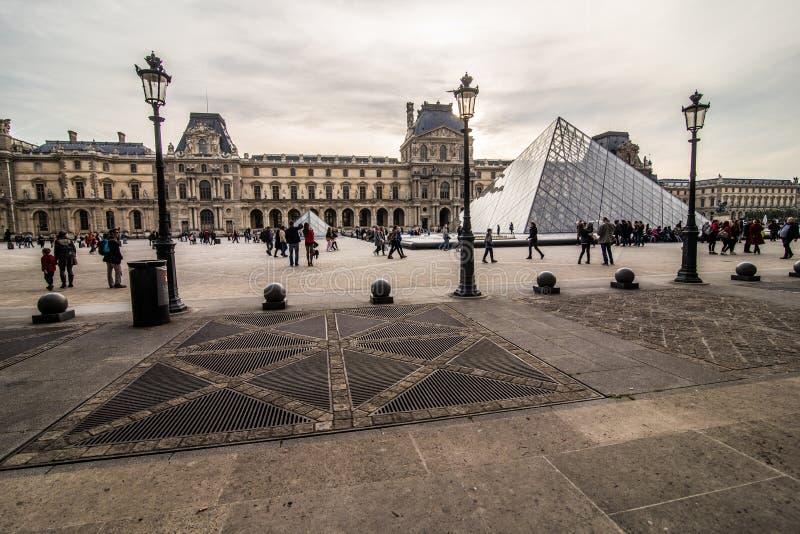 Paris, França - em novembro de 2017 Museu da grelha Marco histórico famoso da arte em Europa Romântico, turista, arquitetura, bea imagens de stock