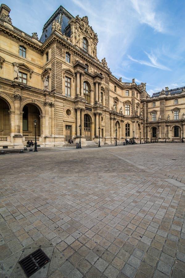 Paris, França - em novembro de 2017 Museu da grelha Marco histórico famoso da arte em Europa Romântico, turista, arquitetura, bea fotografia de stock