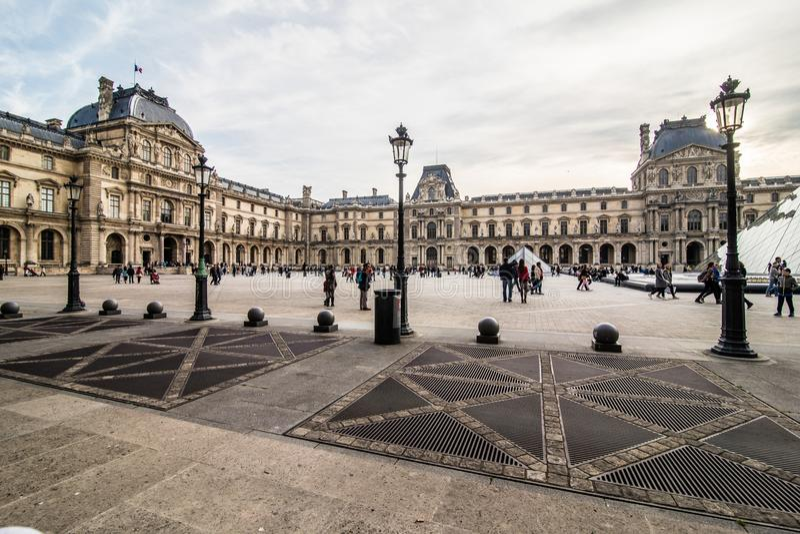 Paris, França - em novembro de 2017 Museu da grelha Marco histórico famoso da arte em Europa Romântico, turista, arquitetura, bea fotos de stock royalty free