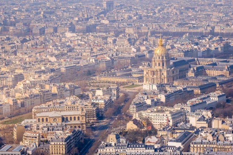 Paris, França - opinião aérea da cidade com palácio de Invalides e Panth fotografia de stock