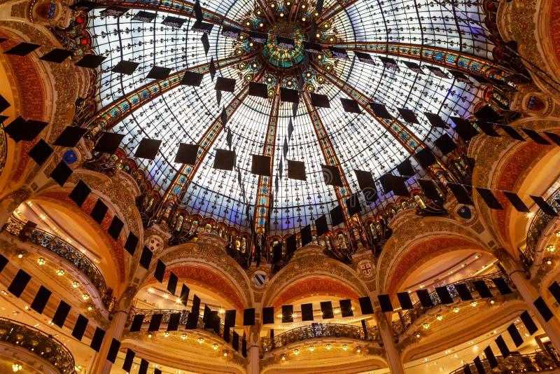 Paris, França, telhado abobadado do departamento de Galeries Lafayette fotos de stock royalty free