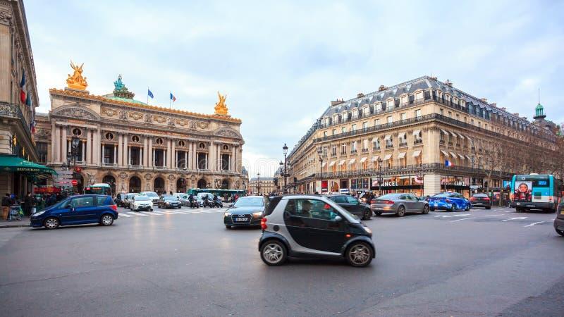 Paris, Fran?a - 17 01 2019: Ruas de Paris, França construções e tráfego imagem de stock