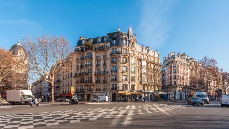 Paris, Fran?a - 17 01 2019: Ruas de Paris, França construções e tráfego foto de stock royalty free
