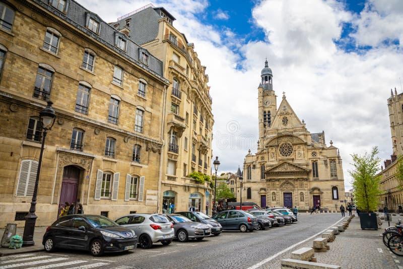 Paris, Fran?a - 24 04 2019: Saint Etienne du Mont Church no quarto latino, igreja g?tico francesa no dia nebuloso, Paris imagem de stock