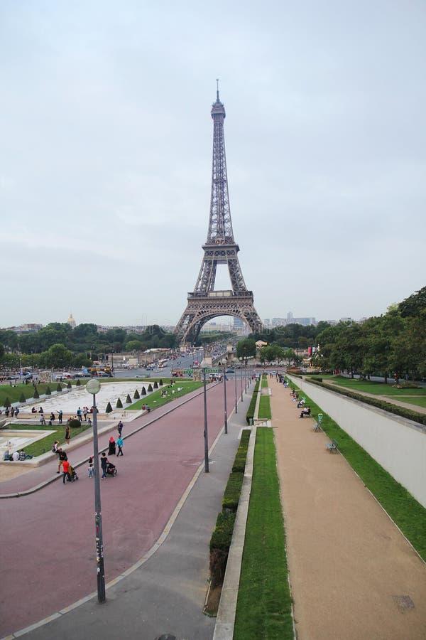 Paris, francês - agosto 26,2017: Torre Eiffel bonita na noite fotos de stock royalty free
