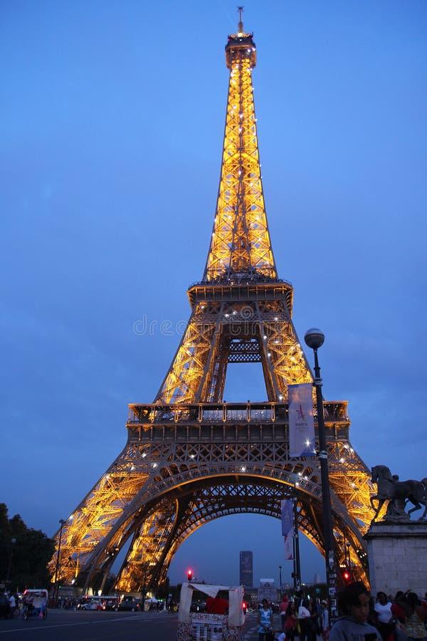 Paris, francês - agosto 26,2017: Torre Eiffel bonita na noite foto de stock royalty free