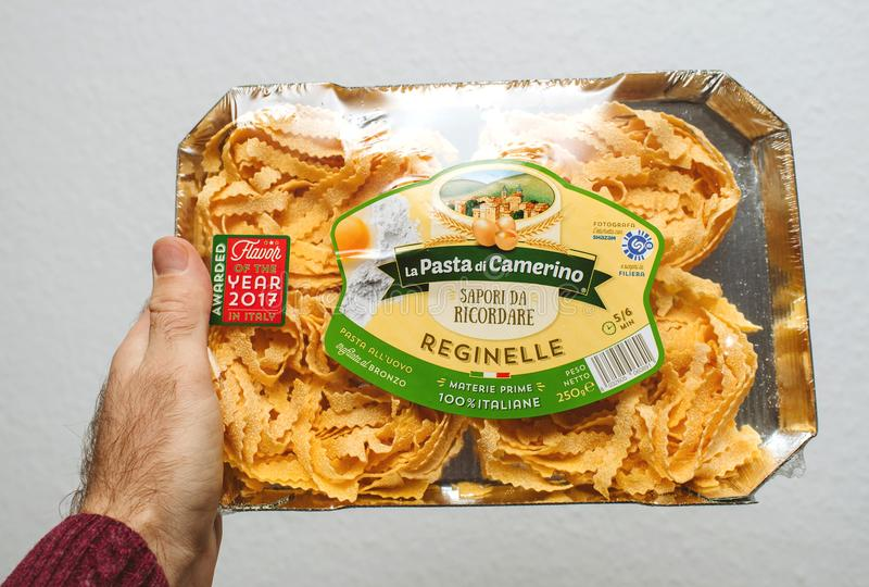 Man holding package of fettuccine reginelle royalty free stock images