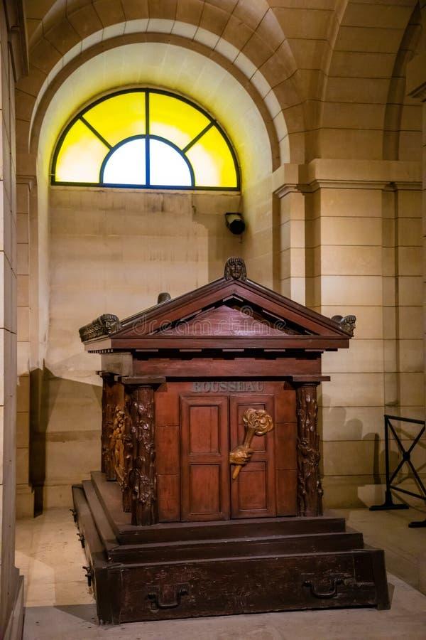 Paris, France - 24 04 2019 : Intérieur de Jean-Jacques Rousseau Grave du Panthéon Mausolée laïque contenant les restes photographie stock libre de droits