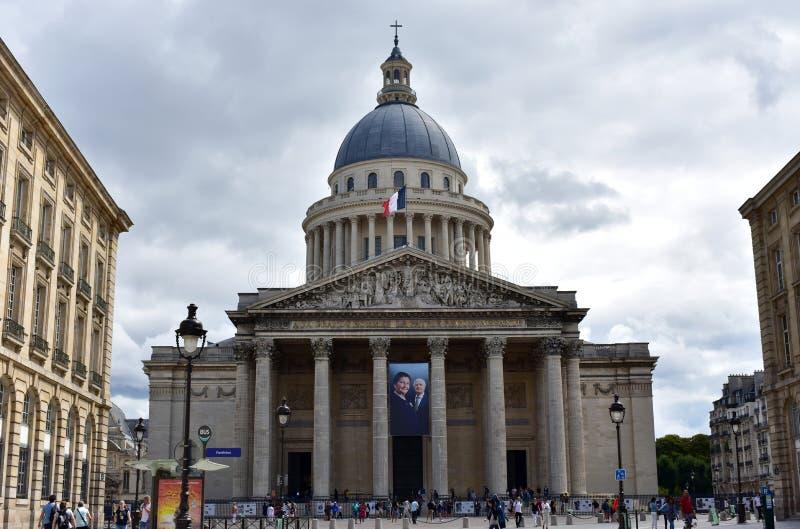 Paris, France, le 13 août 2018 Le Panthéon avec le drapeau français Rue, façade et dôme Quart latin photo libre de droits