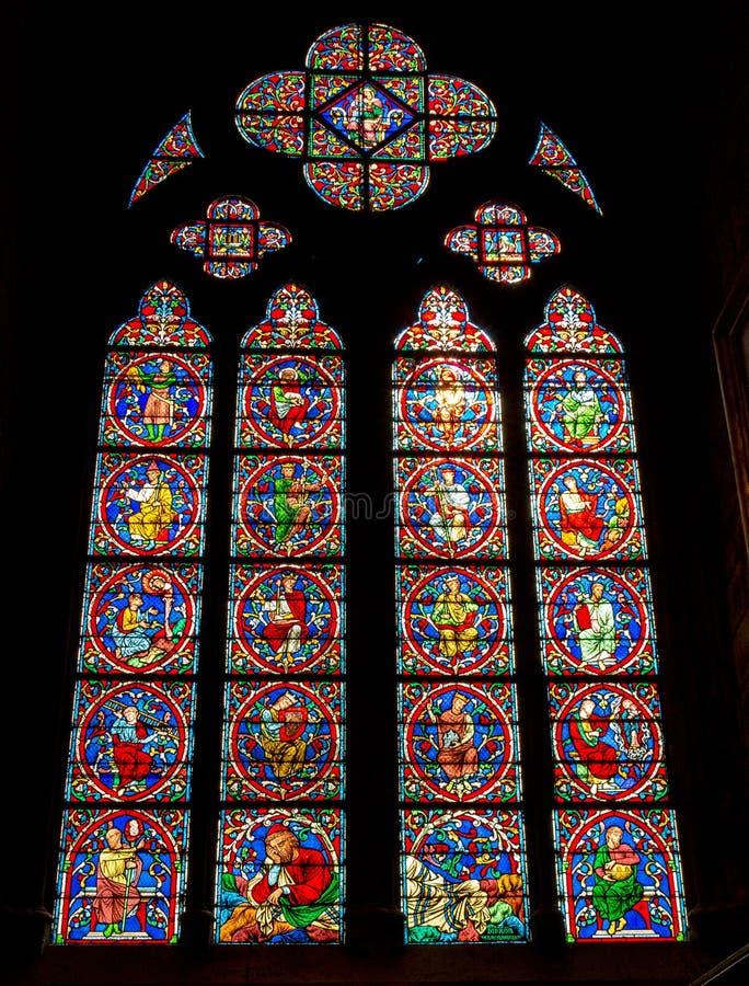 Paris, France, le 27 mars 2017 : Fenêtre en verre teinté à la cathédrale de Notre Dame L'église de Notre Dame est une du tou photographie stock libre de droits