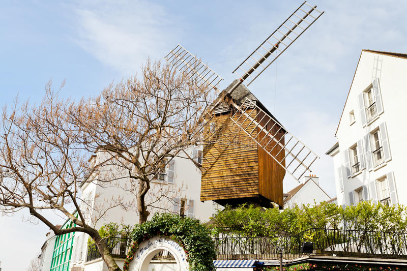 Moulin à vent historique - Moulin de la galette, Montmartre, Paris images stock