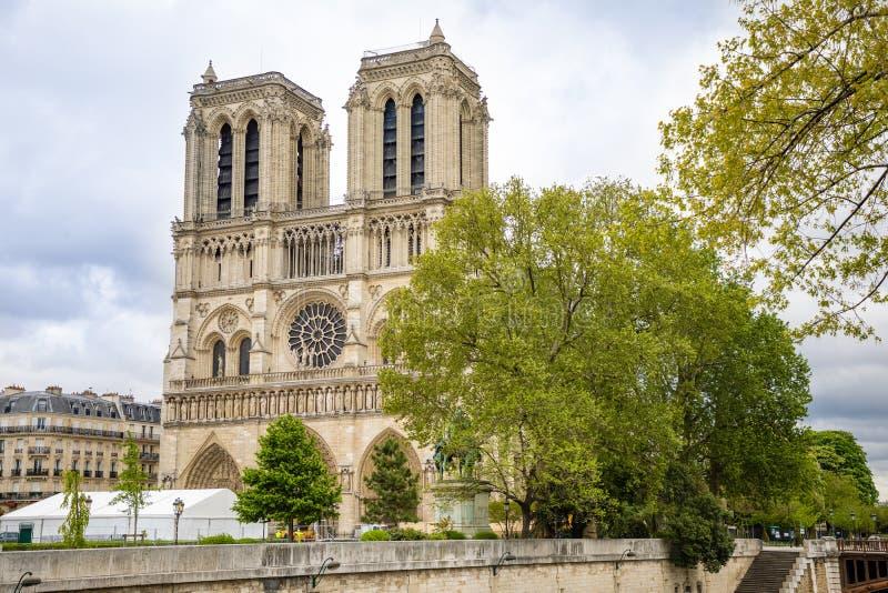 Paris, France - 24 04 2019 : Notre Dame de Paris apr?s le feu Travail en cours de renfort apr?s le feu, pour emp?cher image stock