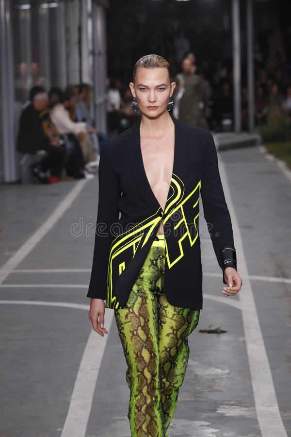 Karlie Kloss walks the runway during the Off-White show as part of Paris Fashion Week Womenswear Spring/Summer 2019. PARIS, FRANCE - SEPTEMBER 27: Karlie Kloss stock photography