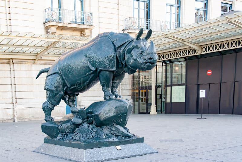 PARIS, France-vers en avril 2016 : Statue de rhinocéros photo stock