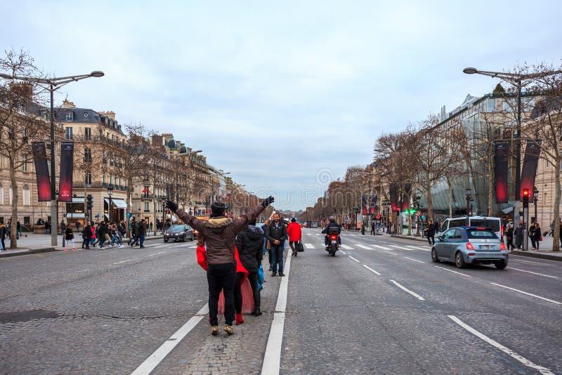 Paris, Frankreich - 15 01 2019: Alleen-DES Champs-Elysees Stra?en von Paris, Frankreich Gebäude und Verkehr stockbilder