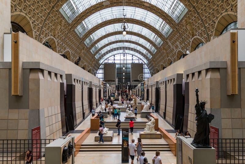 Paris, Frankreich - 5. Juli 2018: Besucher des Museo d'Orsay in Paris. Das Hotel befindet sich im ehemaligen Bahnhof Gare d'Orsay, lizenzfreie stockbilder