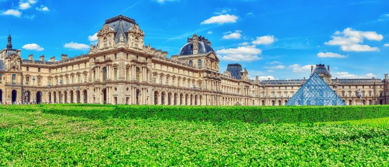PARIS, FRANKREICH - 6. JULI 2016: Louvremuseum in Paris Das Louv stockfotografie