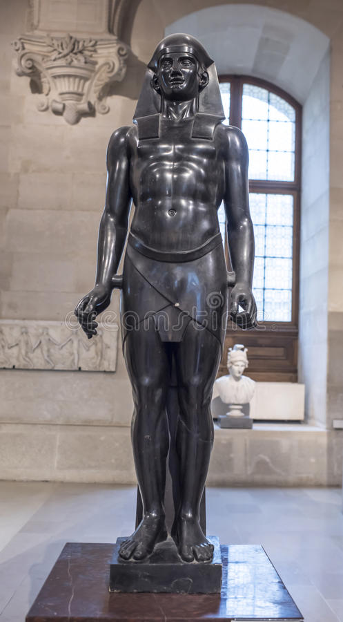 Paris, Frankreich 3. Mai 2017 Osiris Dieses ist eine Skulptur vom Louvre lizenzfreie stockbilder