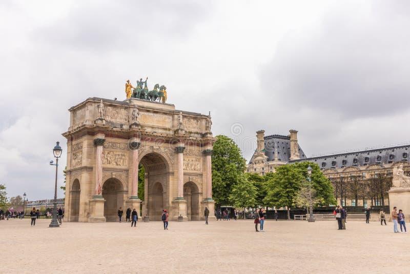Paris Frankrike - APRIL 9, 2019: Karusell Arc de Triomphe royaltyfri foto