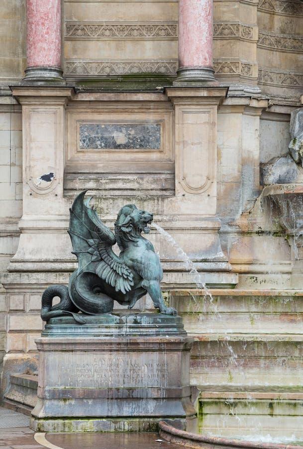 Paris Frankrike April 30th 2013: Slut upp av springbrunnSt Michel i den latinska fjärdedelen, Paris, Fran arkivbilder