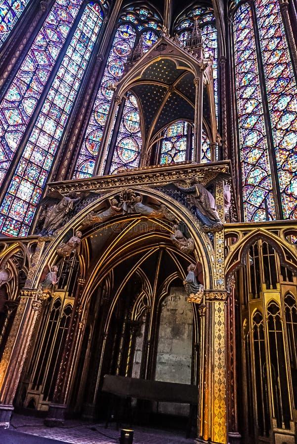Paris Frankrike - Augusti 3,2019: Inre sikt av Sainten-Chapelle royaltyfri fotografi