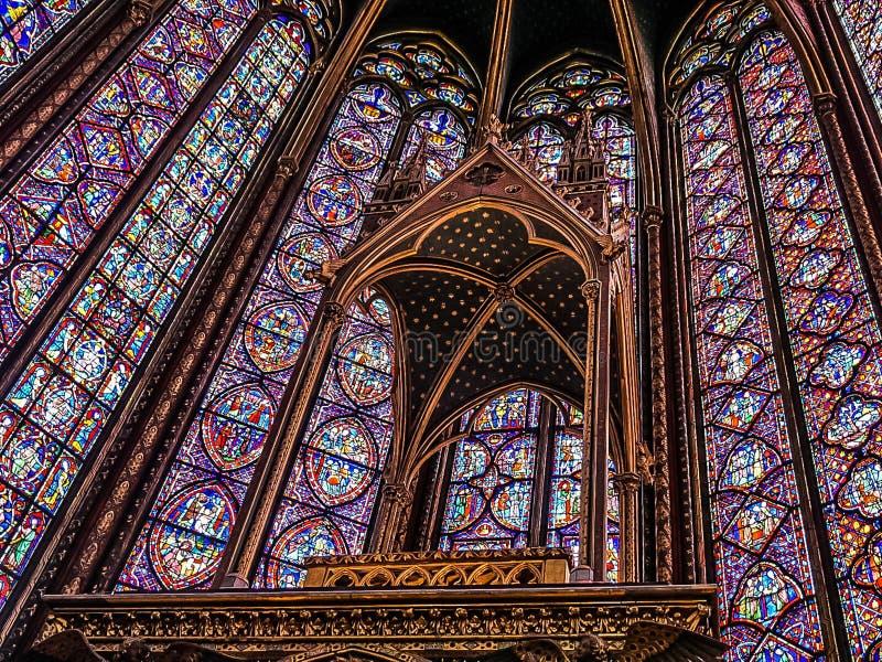 Paris Frankrike - Augusti 3,2019: Inre sikt av Sainten-Chapelle royaltyfria foton