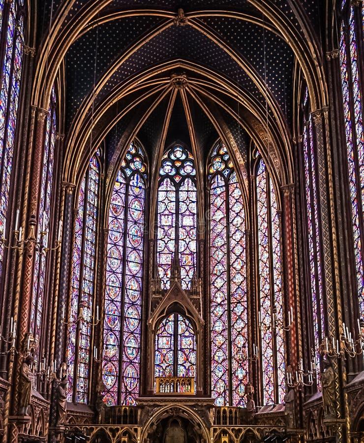 Paris Frankrike - Augusti 3,2019: Inre sikt av Sainten-Chapelle arkivbilder